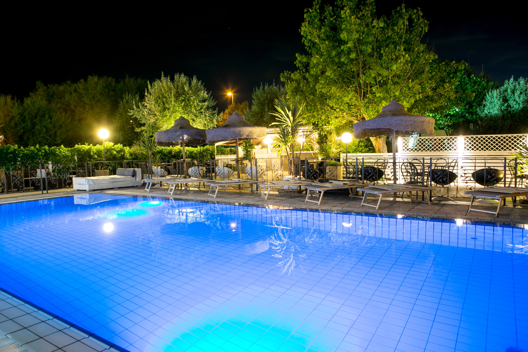 Hotel con piscina a riccione goditi il relax nell albergo for Hotel con piscina